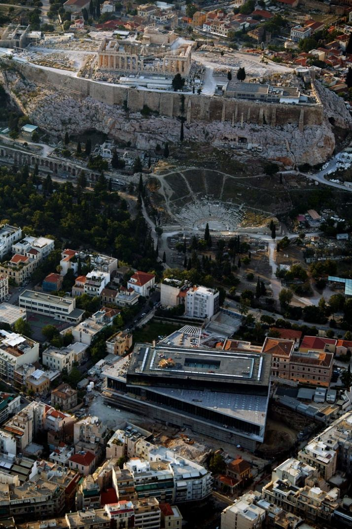 The New Acropolis Museum is situated near the base of the Acropolis with a direct view of the Parthenon and the ruins of the ancient city.