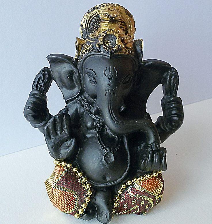 Estatuilla Ganesha, la sagrada deidad de la tradición hindú, añadirá inspiración, energía positiva y protección a su hogar.