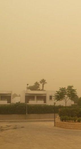 """Burza piaskowa dotarła na Cypr. """"Większość ludzi porusza się w maskach"""" - http://kontakt24.tvn24.pl/sg/burza-piaskowa-dotarla-na-cypr-wiekszosc-ludzi-porusza-sie-w-maskach,178401.html"""