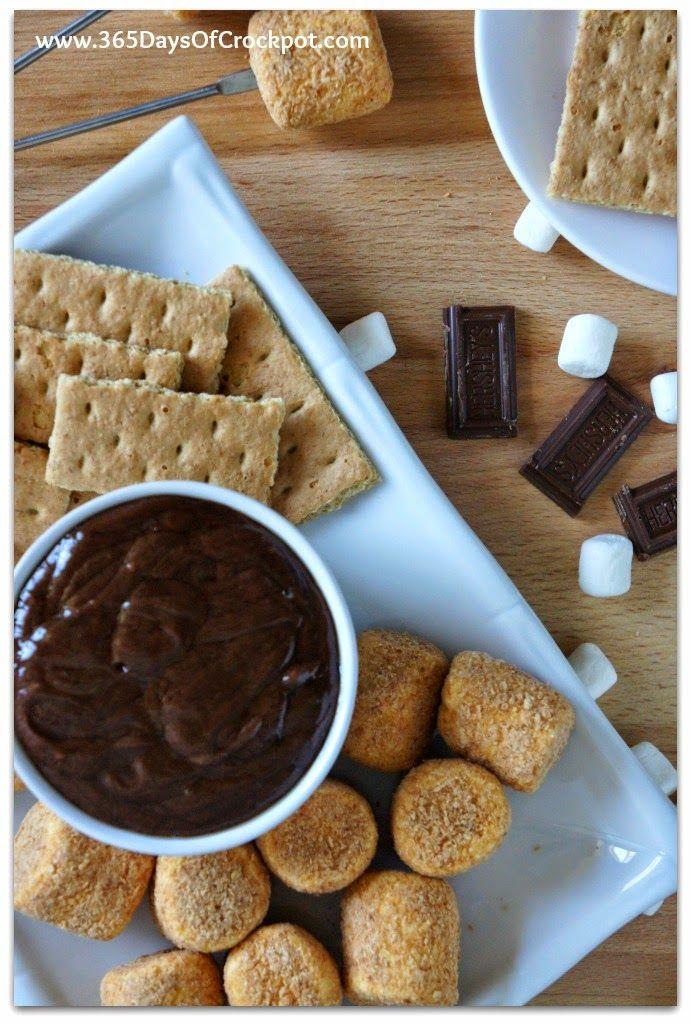 Recipe for CrockPot S'mores Fondue #summerdessert #smores #dessert #chocolate #crockpot