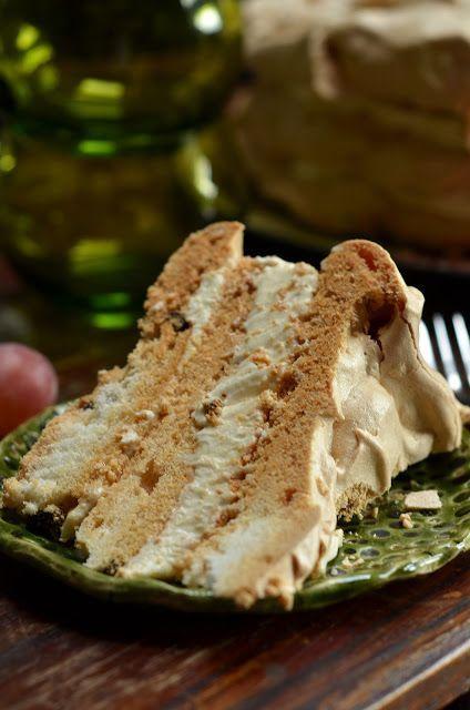 Tort bezowy z kremem