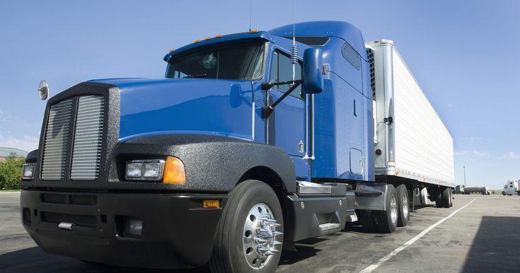Cómo hacer una caja seca. Vas manejando por la autopista, miras a tu derecha y ves un camión de transporte en la línea contigua. Estirado desde la cabina hay un remolque. Normalmente blancos, estos remolques cargan productos de un área a la siguiente y son una parte integral del sistema de envíos hoy en día; también son llamados cajas secas. Las cajas secas son camiones de ...
