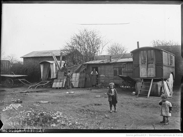 21/3/21, porte d'Italie [Paris, 13e arrondissement, cabanes en bois et roulottes] : [photographie de presse] / [Agence Rol]