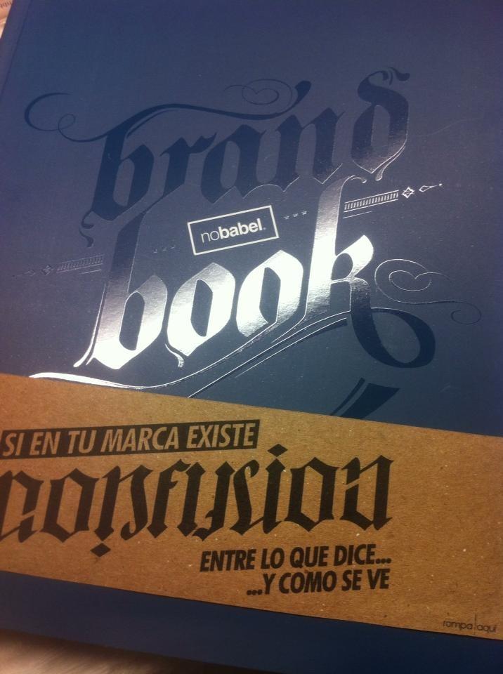 Brochure nobabel Ganador premio a! díseño Folleto editorial 2012