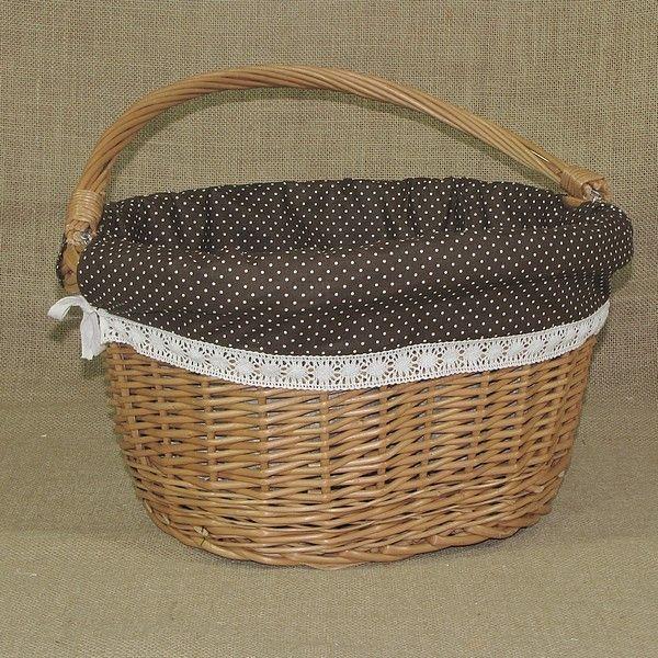 Wiklinowy kosz na rower obszyty materiałem w kol. brązowym z białymi kropkami + koronka