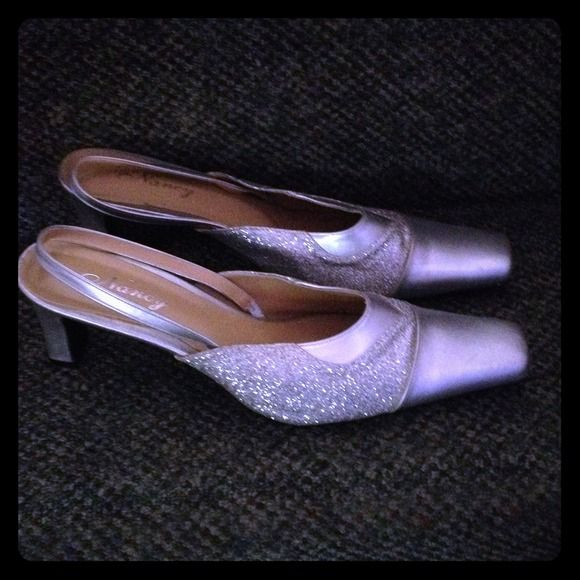 Silver evening Shoes Great pair of silver glitter evening shoes. Very comfortable! Very sexy! Great on! Nancy Shoes