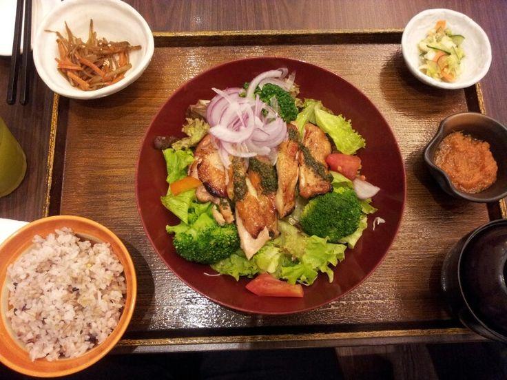 Chicken salad pesto sauce