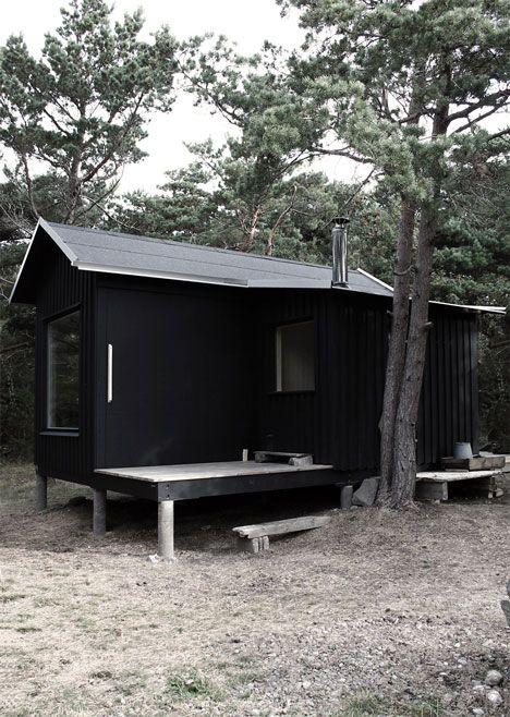 Mica cabană Ermitage a fost concepută de echipa biroului Septembre  ca locuință de vacanță