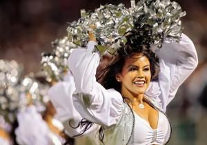 The Oakland Raiders have agreed to pay $1.25 million to settle a lawsuit alleging they failed to pay their cheerleaders minimum wage.