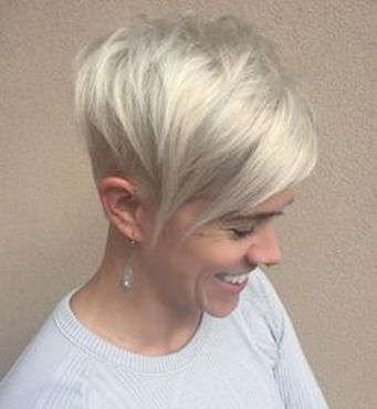 Cool short pixie blonde hairstyle ideas 26