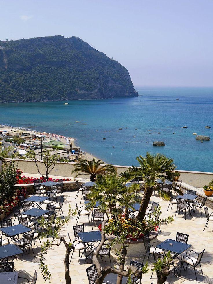 """SCHIA Speciale Estate HOTEL TERME ROYAL PALM **    Forio è uno dei luoghi dell'isola d'#ISCHIA più ricco di #sorgentitermali  dal 20 AGOSTO al 02 SETTEMBRE MEZZA PENSIONE    7 NOTTI  € 553.00    L'Hotel con la sua particolare forma """"a punta di nave"""", guarda a sinistra la baia di Citara, con la sua bella spiaggia, e i giardini """"Poseidon""""; il più grande parco termale d'Europa. A destra, la spiaggia di Cava dell'isola, meta preferita dai giovani.    I gratitissimi ospiti che ci sceglieranno…"""