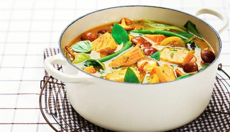 En smaksrik fiskegryte basert på laks og grønnsaker. I en gryte bevarer du alle de gode næringsstoffene både fra fisken og grønnsakene. En gryte med en asiatisk vri.