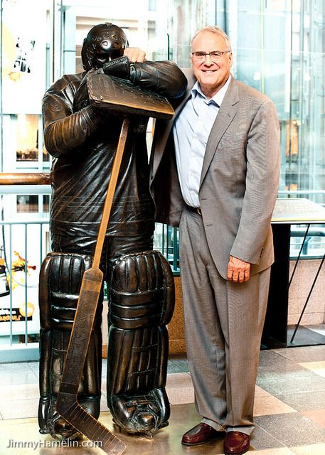 Ken Dryden and his bronze - Place Montréal Trust, Montréal, QC