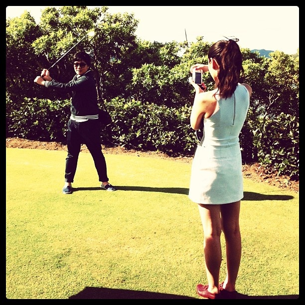 Li Yahong wearing @josh_goot to photographs a friend @hamiltonisland #golf #return2paradise @woolmark