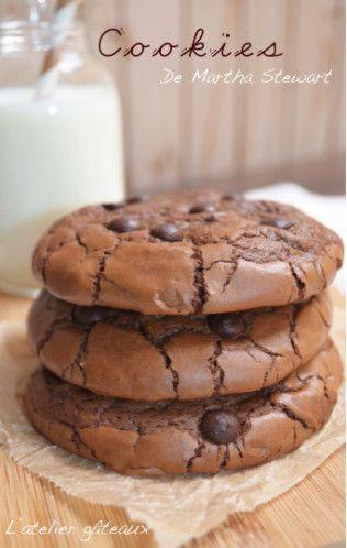 Pour commencer la nouvelle année en beauté, ou devrais je dire en toute gourmandise. J'ai choisi la recette de Cookies de Martha Stewart, connues sous le nom « Outrageous chocolate cookies ». Je lis dans vos pensées, vous êtes entrain de vous dire que...
