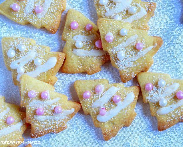 Her mit den Plätzchen ! Meine Backliste ist noch so lang, dabei habe ich bisher schon so viel Kekse gebacken, wie noch nie. Dieses Rezept möchte ich Euch auch ans Herz legen. Aus unscheinbaren Zuta…