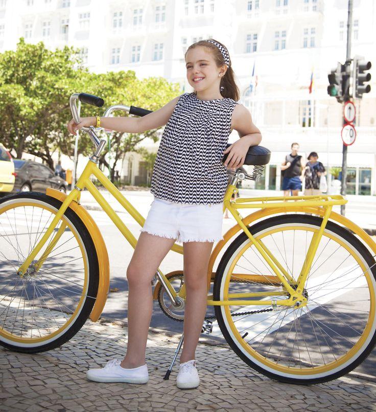 Los looks bicolor siempre dan un toque de mucho estilo. Este es el recomendado para las niñas hoy viernes.