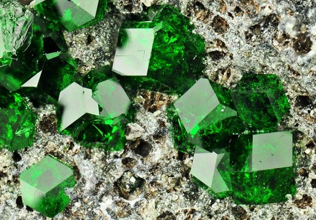 Uvarovite: Ca3Cr2(SiO4)3 (calcium chromium garnet), isometric (m3m (4/m 3 2/m)) H=3.5-4 Hydrothermal alteration of chromite-bearing serpentinite, metamorphosed limestones and skarns. From Sarany chromite deposit Saranovskii Mine, Saranovskaya, Permskaya Oblast', Middle Urals, Russia