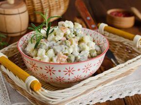 Ensalada rusa con pollo súper fácil de preparar.