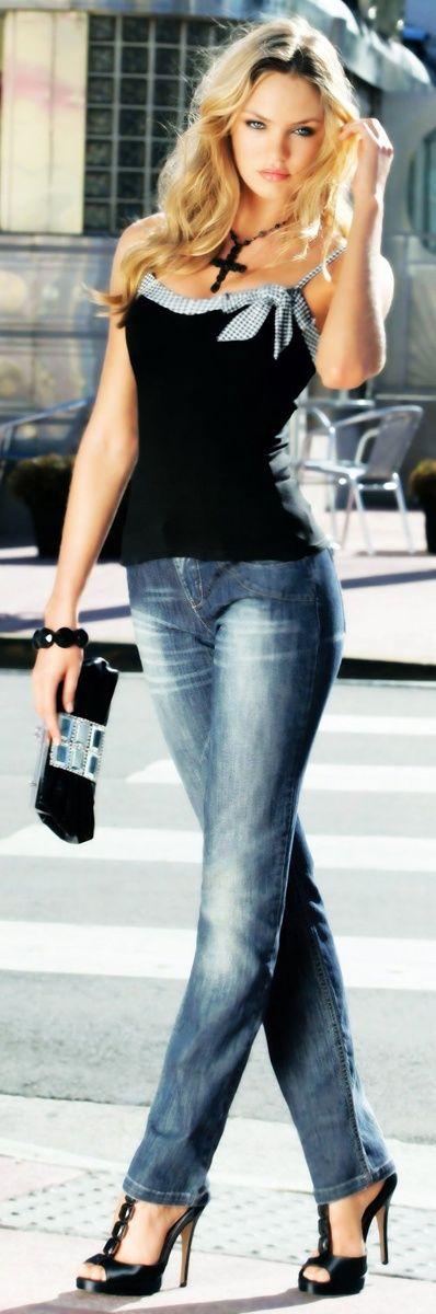 Black sandals black blouse with blue jeans