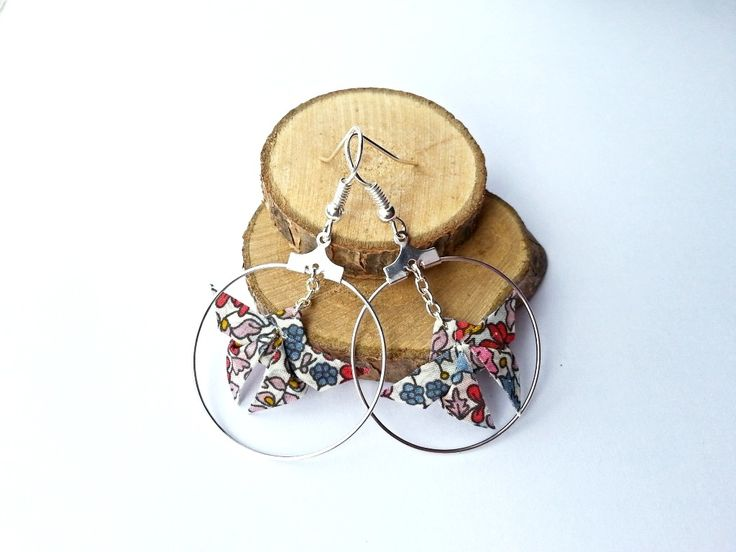Boucles d'oreilles Créoles Papillons origami en tissu * Liberty Emilia's Flowers * : Boucles d'oreille par la-petite-julie