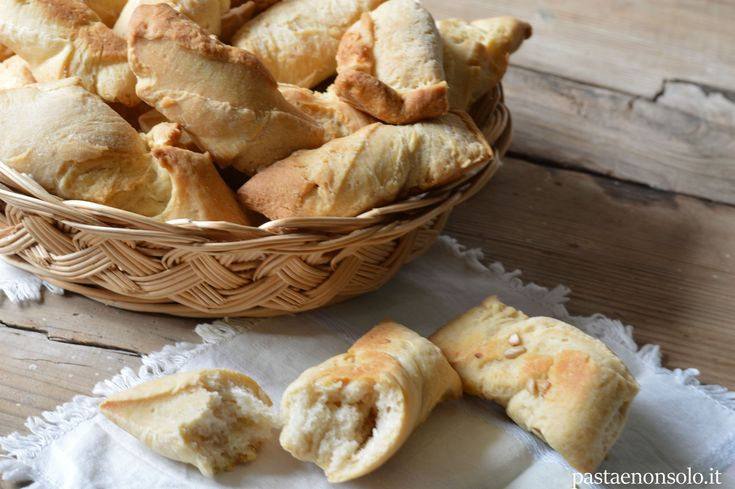 Bibanesi con esubero pasta madre. Uno stuzzichino friabile e croccante, non sono grissini,ma non sono neanche pane. Buoni per accompagnare salumi e formaggi