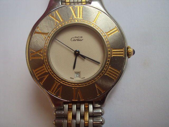 Cartier - moet - 126000 p - mannen - 1980-1989  Quartz moet horloge door Cartier van rond 1980 met datum op 6:00 stalen dial functie gouden Romeinse cijfers op de buitenkant op een ivoren achtergrond uitwendige diameter meting tussen 3cm 4 en 3 cm 5 ivoor dial meting tussen 18 en 19 mm kleine kras om 5:00 (zie foto). Stalen band geïnterlinieerd met gouden kleur clip bevestiging lengte tussen 14 cm en 14cm 5 breedte tussen 17 en 18 mm winder met kleine blauwe parel; genummerde 002520 goede…