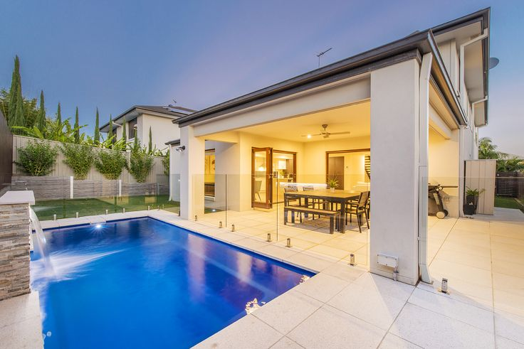 CARINDALE 4A Kenilworth Place...Near new and immaculately presented, this stunning five bedroom Carindale residence is set to astound.