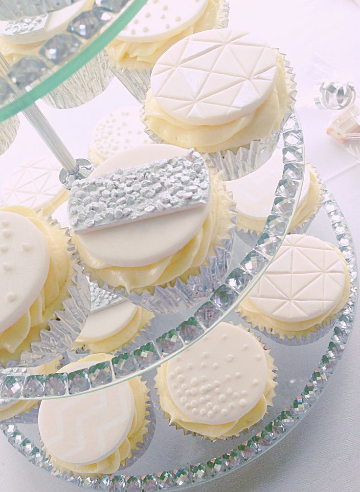 Wedding cupcakes to match 3 tier buttercream cake and invitations