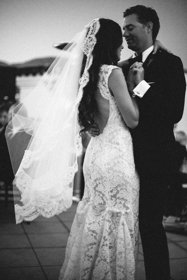 monique lhuillier lace wedding dress