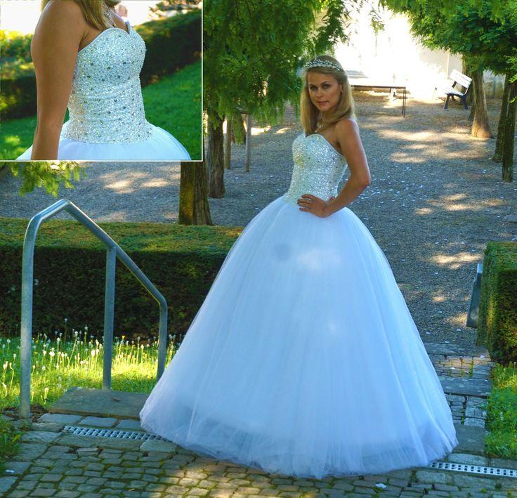 Prinzessinnen Brautkleid aus Tüll mit Pailletten Corsage