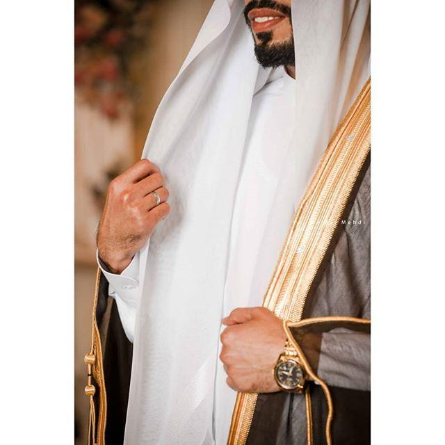 حيدر مهدي On Instagram الأمر تخطى كونه الحب أنت جزء مني Wedding Logo Design Wedding Photoshoot Studio Photography Poses