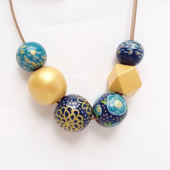 Collana di perline legno geometrica dipinto mano con disegno floreale - tonalità oro, Teal & Navy