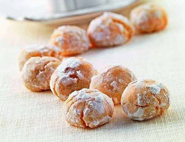 Il maestro Luca Montersino ci conquista oggi con una rivisitazione di un grande classico della tradizione dolciaria, in formato mignon: gli amaretti morbidi