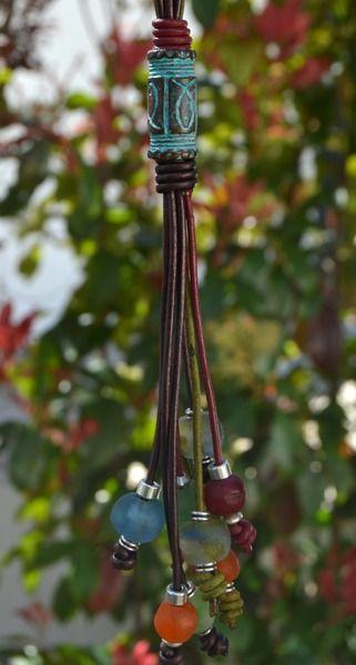 Collar cerezas africanas y pátina verde de Doce Cuentas por DaWanda.com