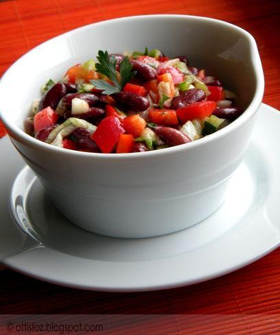 Ez a színes babsaláta egy roppant egyszerű saláta, semmilyen különleges hozzávaló nem szükséges az elkészítéséhez. Természetesen bármilyen más összetevővel gazdagítható, ízlés szerint, a lén…