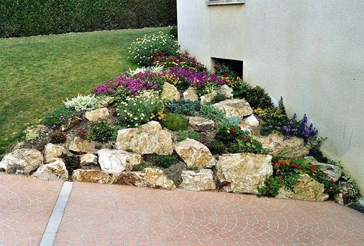 Realizzare un giardino roccioso! 20 esempi bellissimi da cui lasciarsi ispirare (VIDEO) Realizzare un giardino roccioso.Ecco per Voi oggi una bellissima selezione di 20 idee per realizzare un'aiuola rocciosa in giardino... Lasciatevi ispirare con queste...