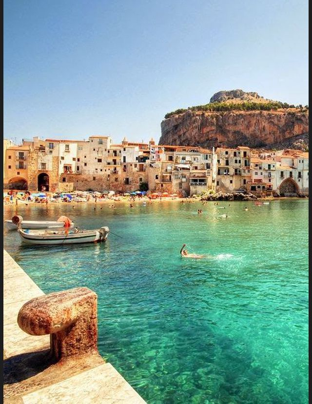 Les plus belles destinations d'Italie - Cefalu http://www.actuweek.com/go/amazon-italie.php