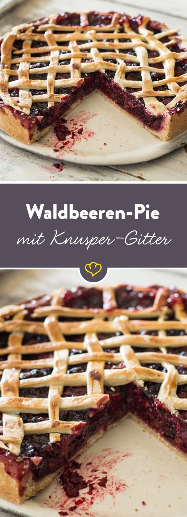 Ein hübscher Knusper-Pie mit einer Extraportion Beeren und einem schicken Gitter obendrauf. Macht ganz schön was her auf der Kaffeetafel.