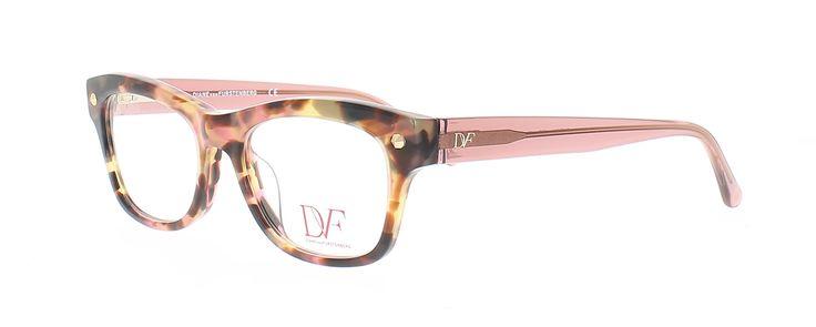 Les lunettes DVF sont magnifiuement réalisées. La collection comporte des modèles solaires et optiques inspirés par des éléments emblématiques de DVF : éclats de couleurs, riches imprimés et motifs, matériaux mixtes, avec du zyl, matière brevetée, de luxueux métaux légers et des détails complexes sur les branches.<br /><br />