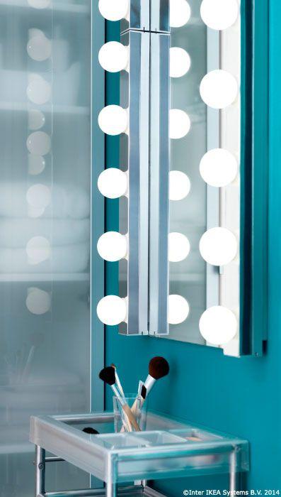 Oglinda din baie se poate transforma în locul în care machiajul iese perfect din prima.  #bunadimineata #CatalogIKEA2015