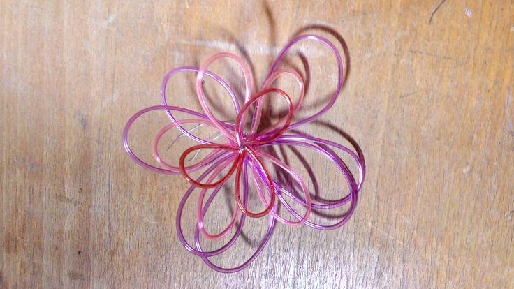 kytka z bužírek a drátu / flower -  scoubidou and wire