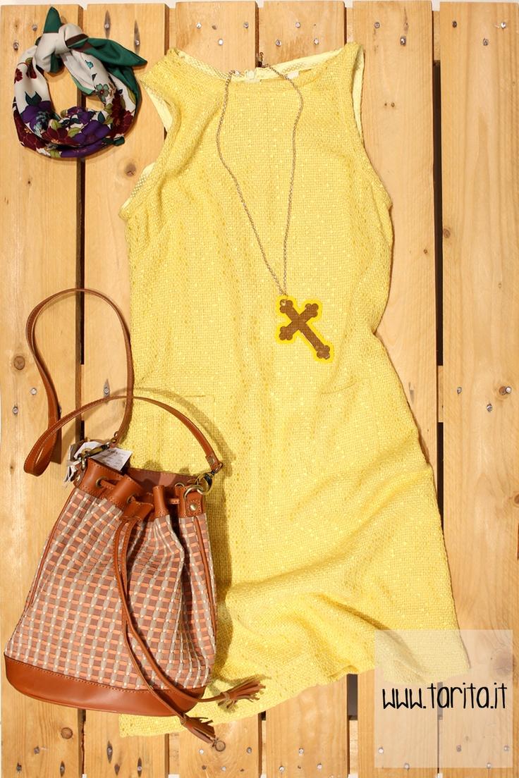 Tarita Look 18. Yellow cotton sheath dress, Evan & Demiurgo + braided bag, Sessùn + yellow plexiglas cross necklace, White Plastic.