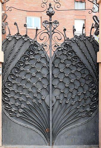 Barcelona - Pl. Flandes 001 d | Casa José Giralt Cerqueda 1901. Architect: Antoni Vila i Palmés. Photo by Arnim Schulz, Flickr