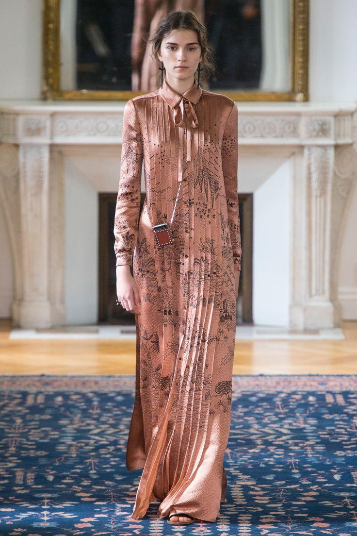 Valentino   Spring 2017 Ready-to-Wear collection   RTW fashion   Model: Irina Djuranovic