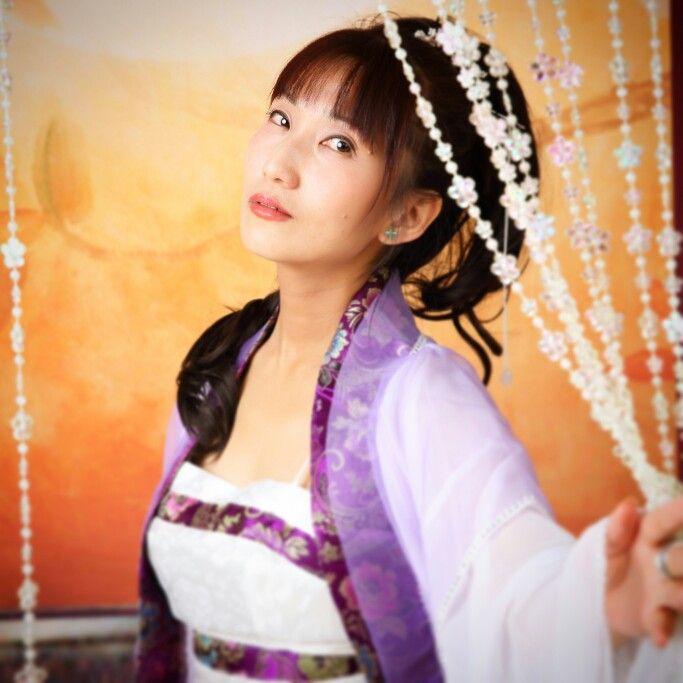 1月31日開催「三国志フェス2015」にて発売の プチ写真集『二花両相歓』より。  世界中の民族衣装を着てみたい。