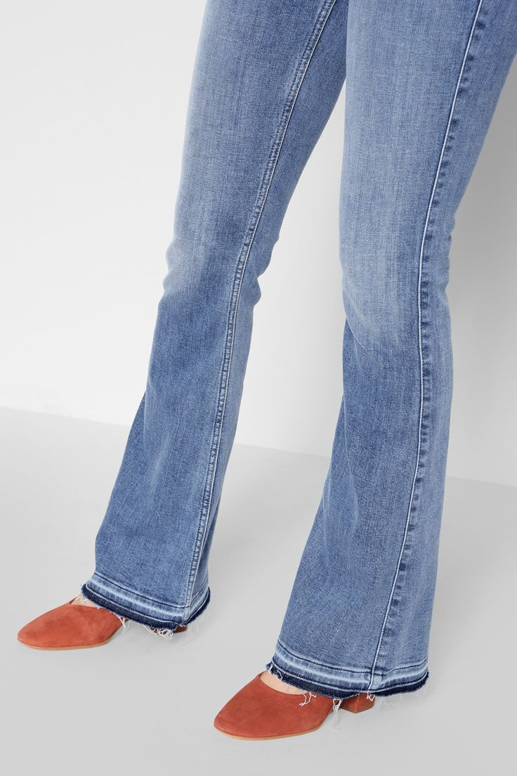 7 FOR ALL MANKIND Ali Flare With Released Hem In Gold Coast Waves. #7forallmankind #cloth #all