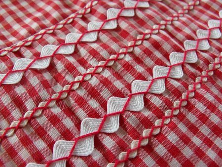 Apron with rickrack and red gingham - LOVE how the rickrack is sewn down, too cute!!