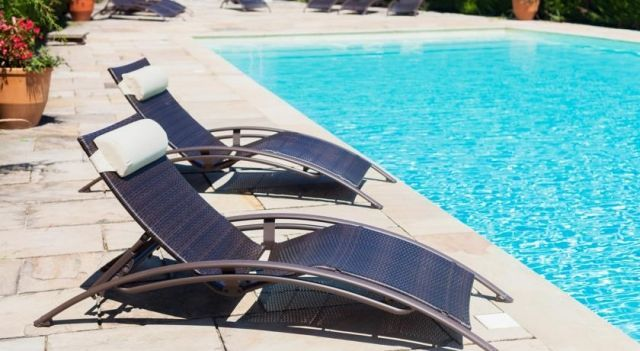 Les Vignes Blanches - 3 Star #Hotel - $79 - #Hotels #France #Beaucaire http://www.justigo.ca/hotels/france/beaucaire/lesvignesblanches_73661.html