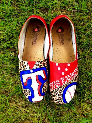 Texas Rangers - This would be cool for our baseball team!: Clogs, Baseball Things, Style, Texas Rangers Tom,  Geta,  Sabot,  Patten, Tom Ideas, Dreams Closets